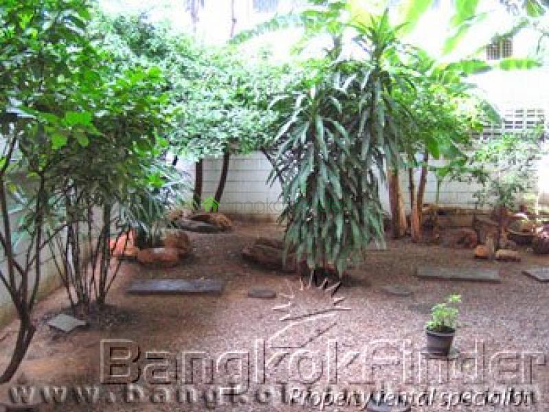 Sukhumvit Ekamai,Ekamai,Bangkok,Thailand,4 Bedrooms Bedrooms,3 BathroomsBathrooms,House,Sukhumvit Ekamai,24