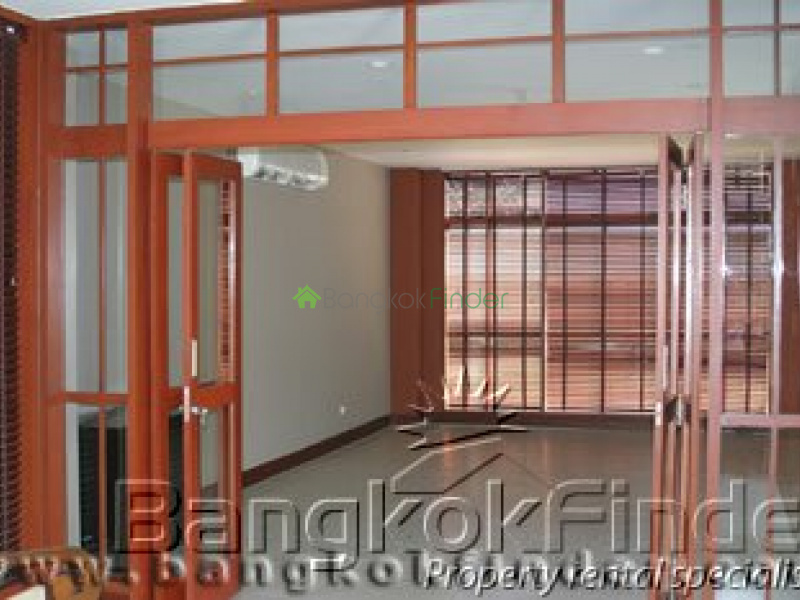 Pattanakarn, Pattanakarn, Bangkok, Thailand, 4 Bedrooms Bedrooms, ,5 BathroomsBathrooms,House,For Rent,Pattanakarn,188