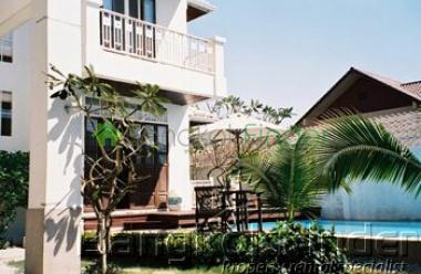 Sukhumvit-Phra Kanong, Phra Khanong, Bangkok, Thailand, 4 Bedrooms Bedrooms, ,5 BathroomsBathrooms,House,For Rent,Sukhumvit-Phra Kanong,427