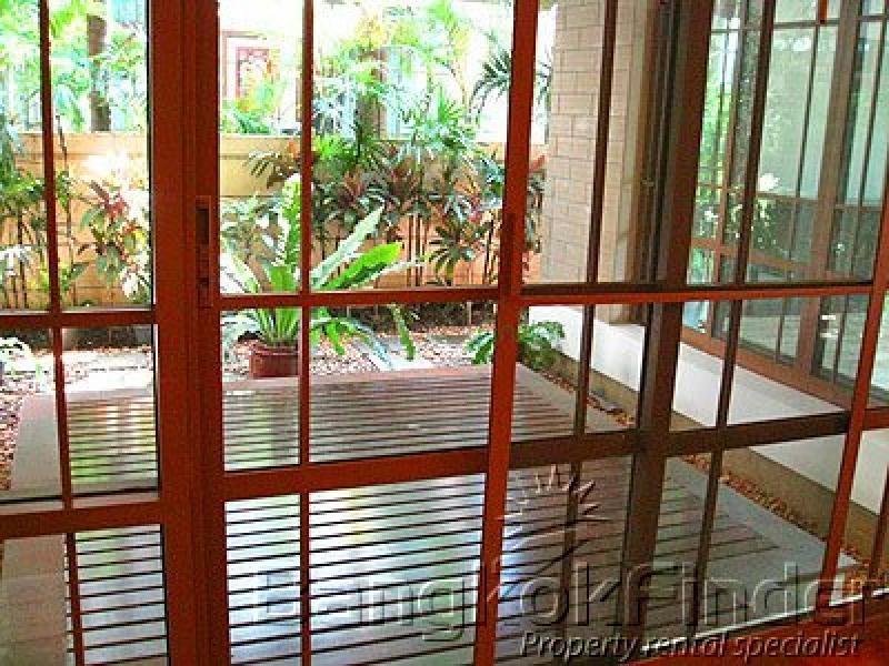 Sukhumvit- Phra Kanong- Phra Khanong- Bangkok- Thailand, 4 Bedrooms Bedrooms, ,5 BathroomsBathrooms,House,Sold,Sukhumvit-Phra Kanong,738