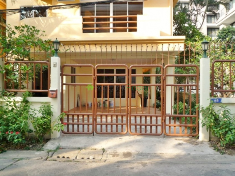Sukhumvit-Phrom Phong, Phrom Phong, Bangkok, Thailand, 4 Bedrooms Bedrooms, ,5 BathroomsBathrooms,House,For Rent,Sukhumvit-Phrom Phong,1413
