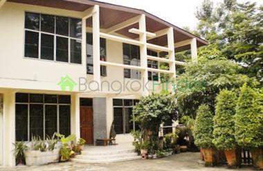 Nana Sukhumvut, Nana, Bangkok, Thailand, 4 Bedrooms Bedrooms, ,3 BathroomsBathrooms,House,For Rent,Nana Sukhumvut,3859