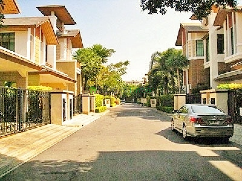 Phra Khanong- Bangkok- Thailand, 4 Bedrooms Bedrooms, ,4 BathroomsBathrooms,House,Sold,4178