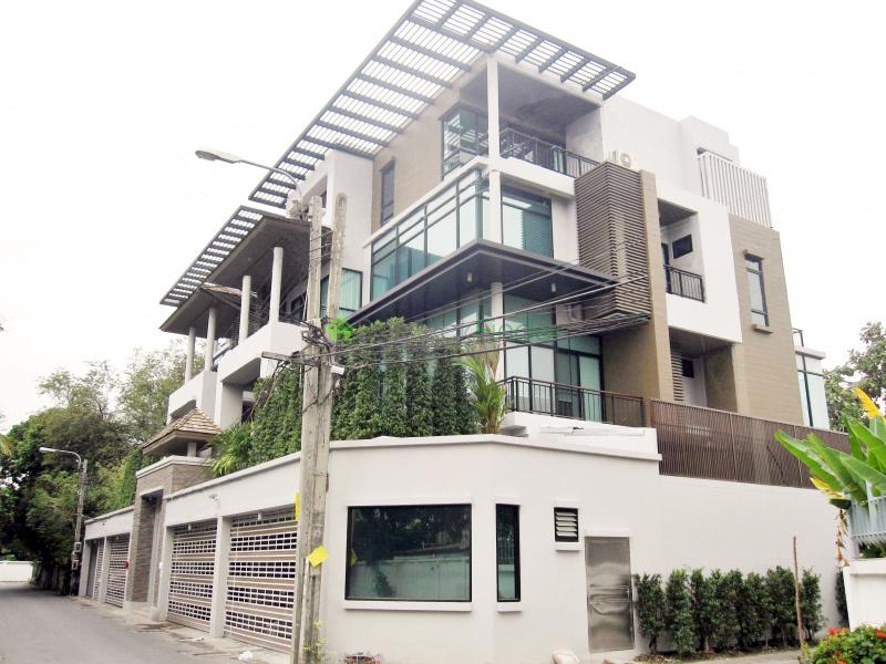 Ekamai,Bangkok,Thailand,4 Bedrooms Bedrooms,4 BathroomsBathrooms,House,4355