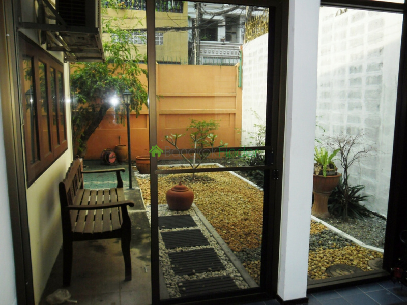 Sathorn, Bangkok, Thailand, 3 Bedrooms Bedrooms, ,2 BathroomsBathrooms,House,For Rent,4653
