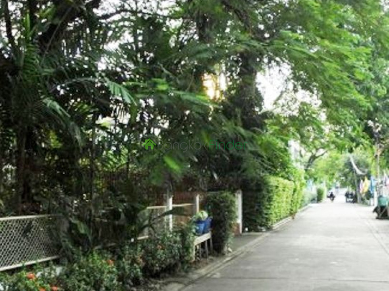 Ekamai, Bangkok, Thailand, 3 Bedrooms Bedrooms, ,3 BathroomsBathrooms,House,For Rent,4728
