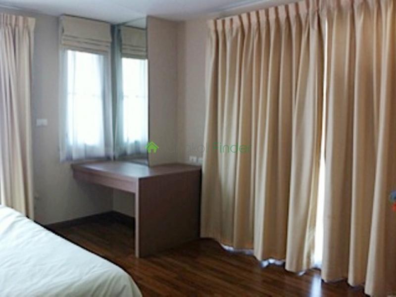 24 Sukhumvit,Phrom Phong,Bangkok,Thailand,2 Bedrooms Bedrooms,2 BathroomsBathrooms,Condo,Serene Place (Thahapat) 24,Sukhumvit,4913