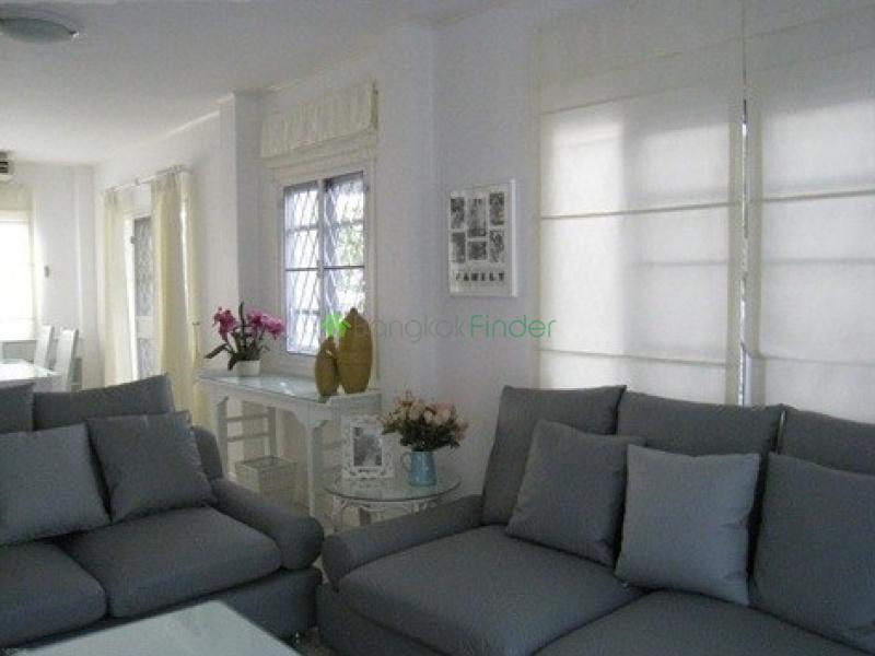 Ramkhamhaeng,Bangna-Srinakarin,Bangkok,Thailand,3 Bedrooms Bedrooms,3 BathroomsBathrooms,House,Mooban Parkway Chalet,Ramkhamhaeng,4914