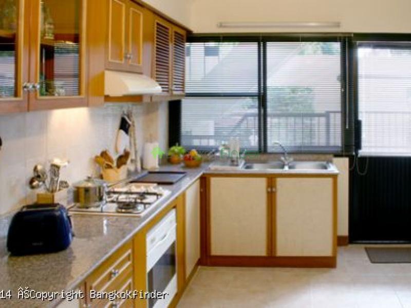 24 Sukhumvit,Phrom Phong,Thailand,3 Bedrooms Bedrooms,3 BathroomsBathrooms,Condo,Shanti 24,Sukhumvit,5572
