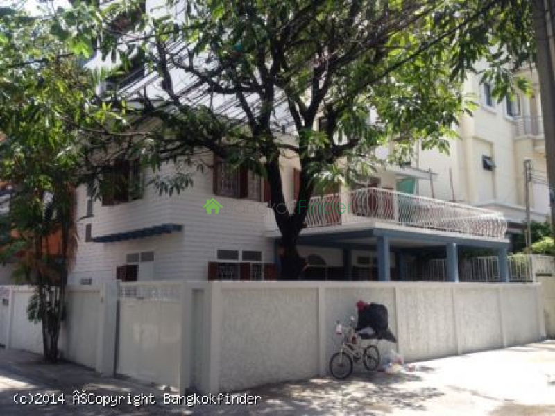 8 Sukhumvit, Thailand, 3 Bedrooms Bedrooms, ,3 BathroomsBathrooms,House,For Rent,Sukhumvit,5585