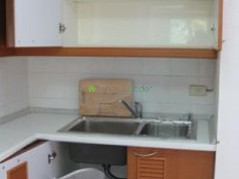 Ruamrudee 3 Ploenchit Chidlom, Ploenchit, Thailand, 1 Bedroom Bedrooms, ,1 BathroomBathrooms,Condo,For Rent,Navin Court,Ploenchit Chidlom,5605