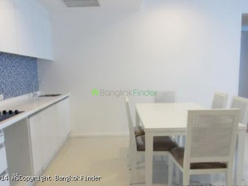 Ploenchit,Ploenchit,Thailand,2 Bedrooms Bedrooms,3 BathroomsBathrooms,Condo,Royal Maneeya,Ploenchit,5657