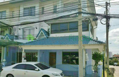 Rattanathibet Townhouse Priced to Sell, Distressed Property Sale, 6 bedroom Townhouse