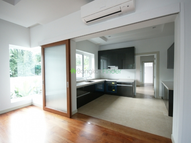 Ekkamai,Bangkok,Thailand,4 Bedrooms Bedrooms,4 BathroomsBathrooms,House,House#Suk 65,5803