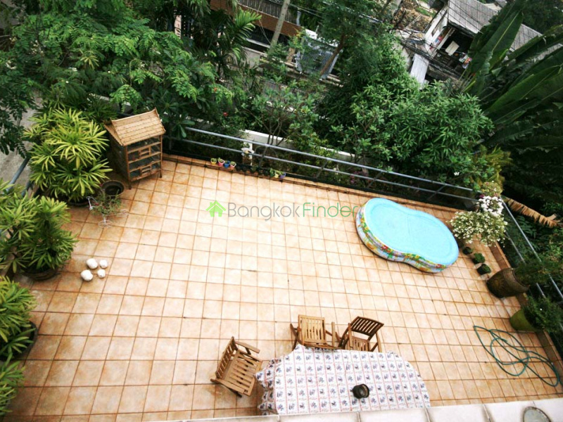 Ekamai,Bangkok,Thailand,4 Bedrooms Bedrooms,4 BathroomsBathrooms,House,House,5816