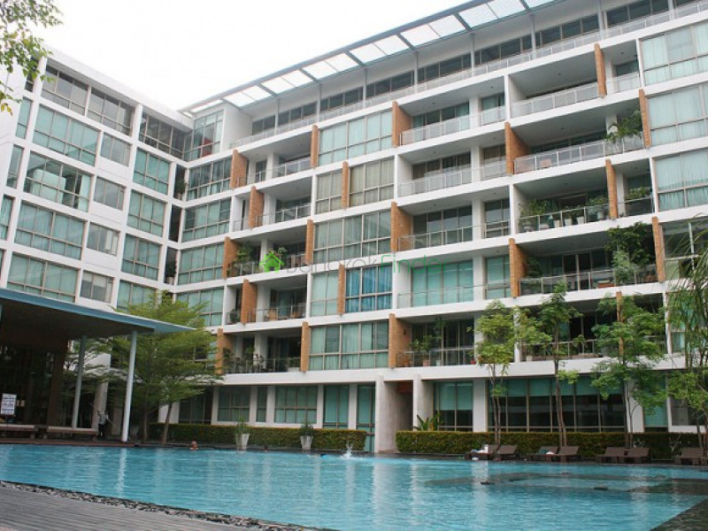 Ficus Lane (ไฟคัส เลน) Ficus Lane is a condominium project, developed by Cinkara, located at Soi Phichai Sawat, Phra Khanong, Khlong Toei, Bangkok 10110. Construction of Ficus Lane was completed in 2008. Condominium comprises of 2 buildings, having 7 floors and includes 70 units.