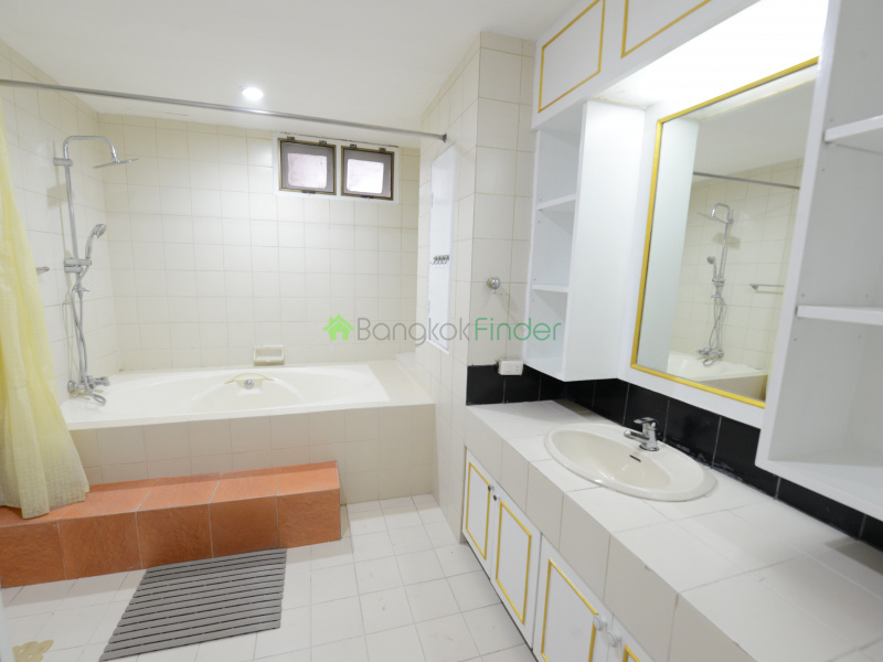 Soi Charoen Chai, Ekamai, Bangkok, Thailand 10110, 3 Bedrooms Bedrooms, ,3 BathroomsBathrooms,Condo,For Sale,Oriental Tower,23,6455