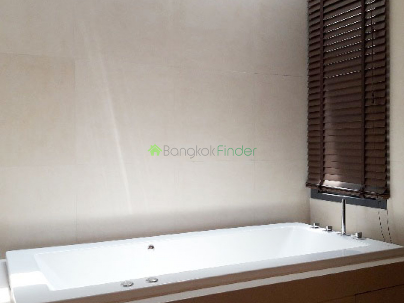 Phrom Phong, Bangkok, Thailand, 4 Bedrooms Bedrooms, ,5 BathroomsBathrooms,House,For Rent,6546