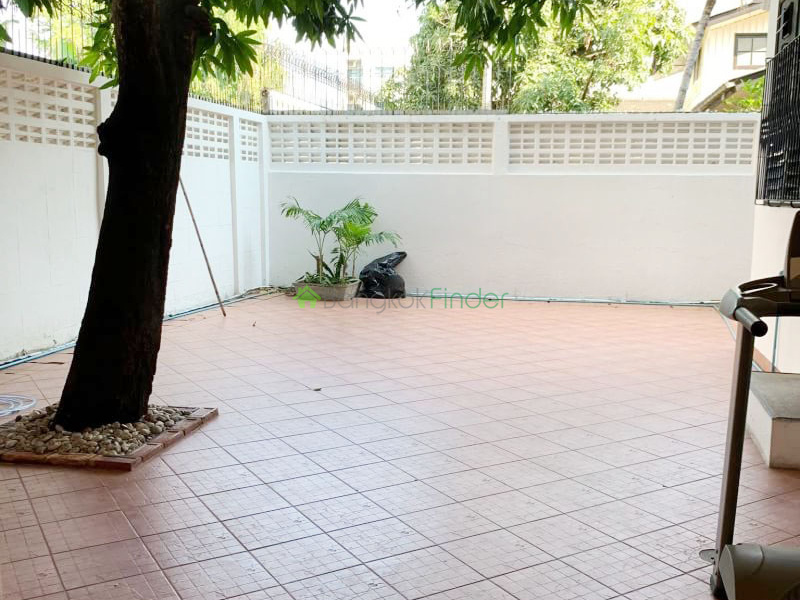 Ekamai, Bangkok, Thailand, 3 Bedrooms Bedrooms, ,4 BathroomsBathrooms,House,For Rent,6634
