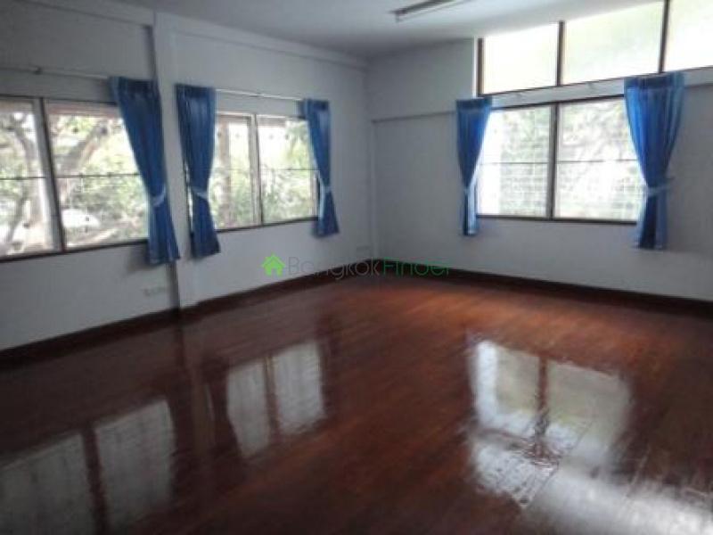 Ekamai, Bangkok, Thailand, 4 Bedrooms Bedrooms, ,4 BathroomsBathrooms,House,For Rent,6730