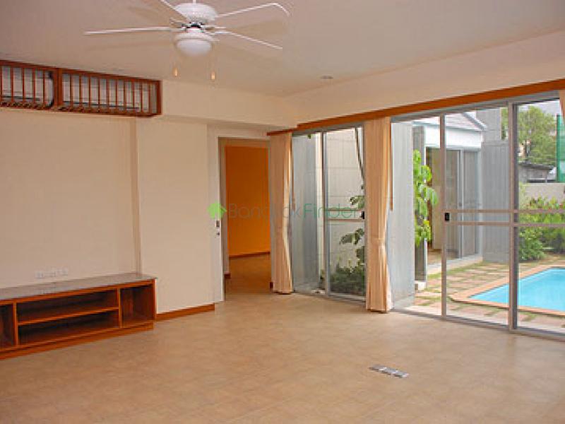 Phetburi, Bangkok, Thailand, 4 Bedrooms Bedrooms, ,4 BathroomsBathrooms,House,For Rent,6759