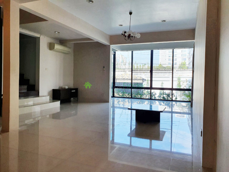 Punnawithi, Bangkok, Thailand, 3 Bedrooms Bedrooms, ,3 BathroomsBathrooms,House,Rented,6849