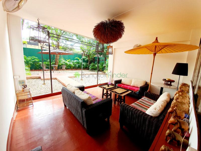 Nana, Bangkok, Thailand, 3 Bedrooms Bedrooms, ,3 BathroomsBathrooms,House,Rented,6876