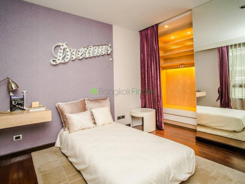 Ekamai, Bangkok, Thailand, 4 Bedrooms Bedrooms, ,4 BathroomsBathrooms,House,For Rent,6893