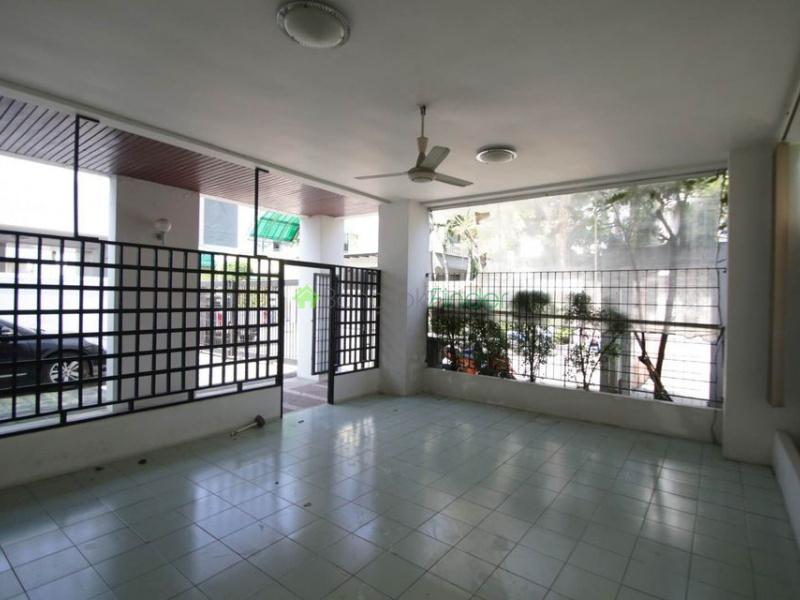 Ekamai, Bangkok, Thailand, 4 Bedrooms Bedrooms, ,4 BathroomsBathrooms,House,For Rent,6938