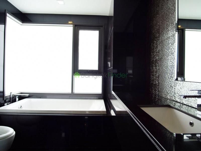 Sukhumvit 36, Bangkok, Thailand, 2 Bedrooms Bedrooms, ,2 BathroomsBathrooms,Condo,For Rent,Rhythm Sukhumvit 36-38,6940