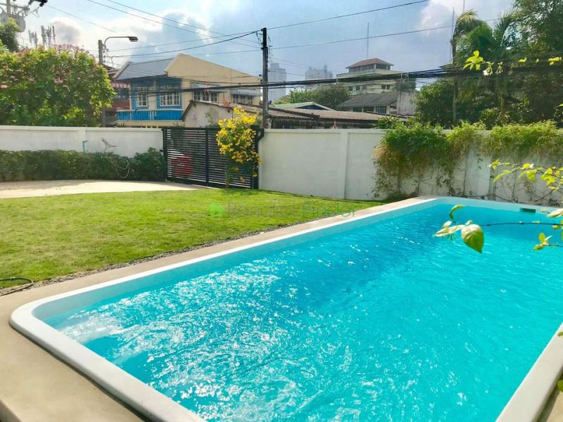 Udomsuk, Bangkok, Thailand, 5 Bedrooms Bedrooms, ,3 BathroomsBathrooms,House,For Rent,6944