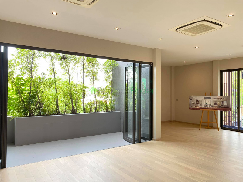 Ekamai, Bangkok, Thailand, 4 Bedrooms Bedrooms, ,5 BathroomsBathrooms,House,For Sale,7034